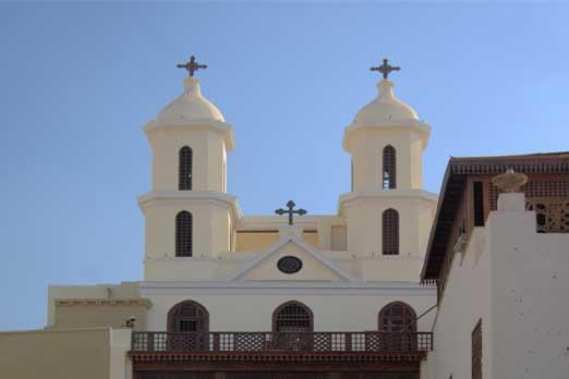 церквей и синагог